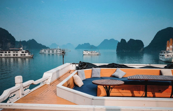 Tại sao du lịch Hạ Long nên chọn du thuyền Hạ Long cao cấp